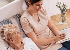 Hoiva-avustajan koulutus mahdollistaa merkityksellisen työn vanhusten tai vammaisten parissa.